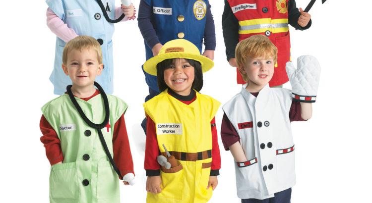 nenes disfrazados representando distintas profesiones